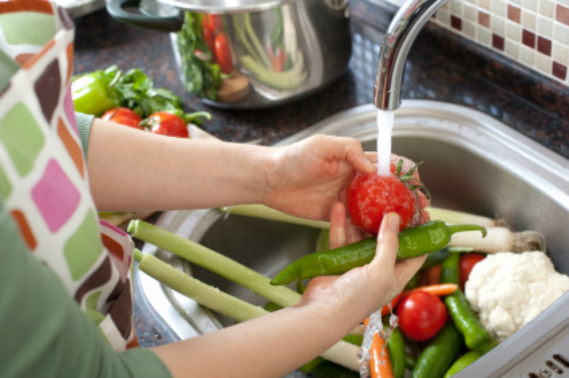 Everyday tips for washing vegetables and fruit eat right ontario - Foods never wash cooking ...