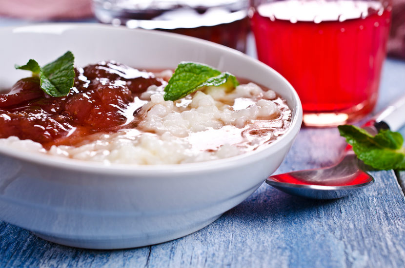 brown rice pudding, dessert, breakfast idea, rice pudding, strawberry sauce