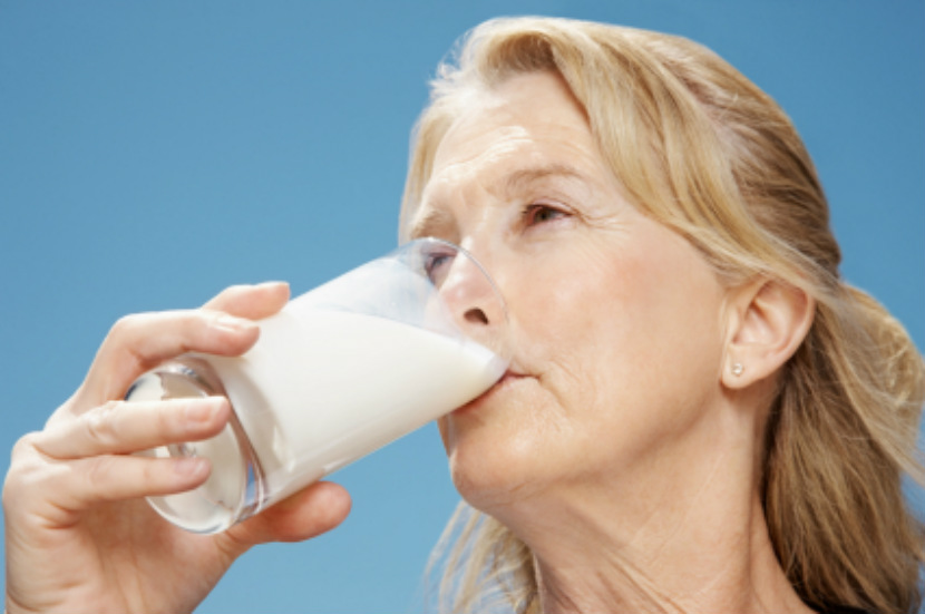 older adult drinking milk or skim milk powder or milk made with skimmed milk powder