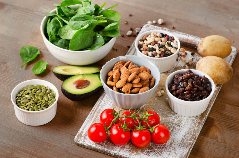 potassium rich foods like spinach, almonds and pumpkin seeds